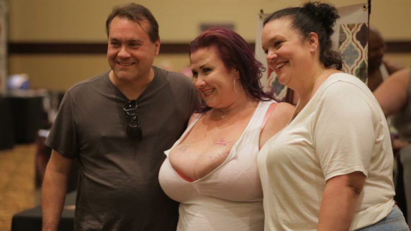 Lady Lynn Takes Photos With Fans BBWcon 2016